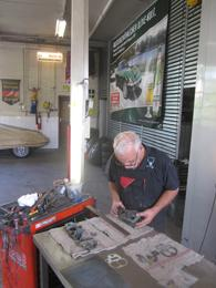 Kfz Meister arbeitet 40 Jahre bei Suselbeek in Werkstatt