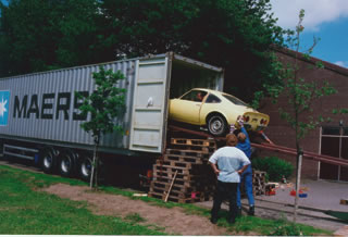 Opel GT im Container